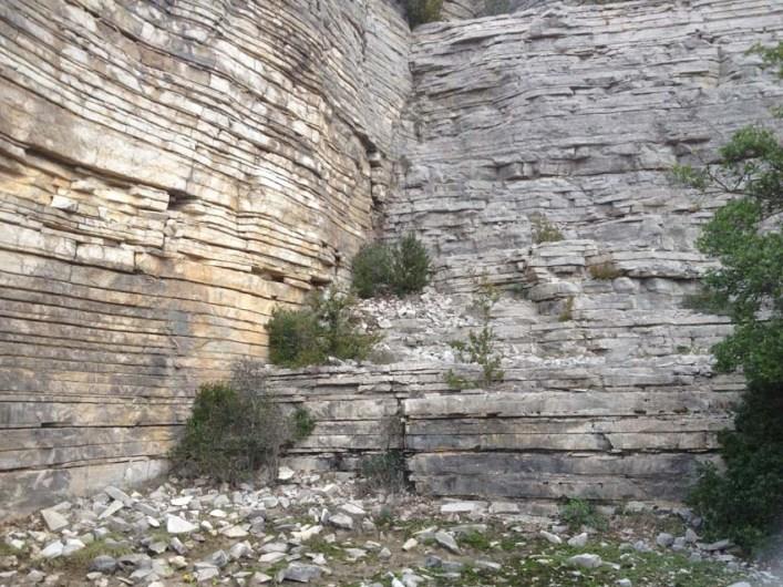 Gite Les Asphodèles au printemps : Carrière de pierres lithographiques