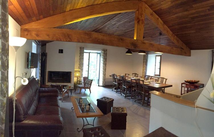 Espace de vie, salon et salle à manger.
