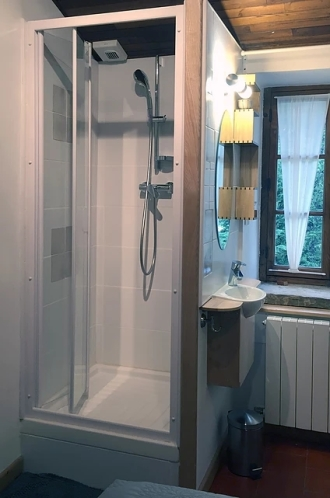 Une douche dans chaque chambre.