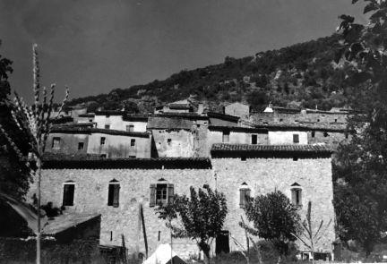 Le village de Gorniès, et la magnanerie.
