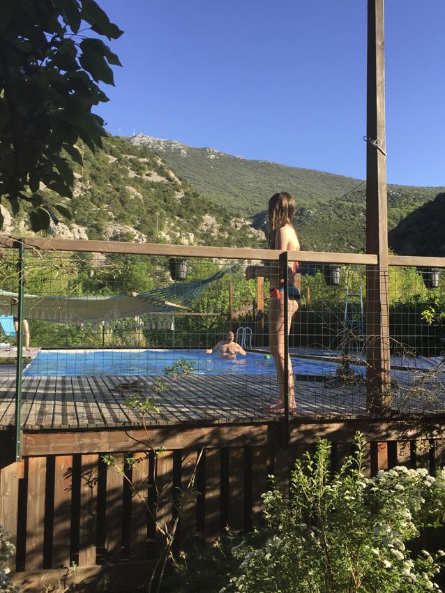 Piscine des Asphodèles-Vallée de la Vis en avril